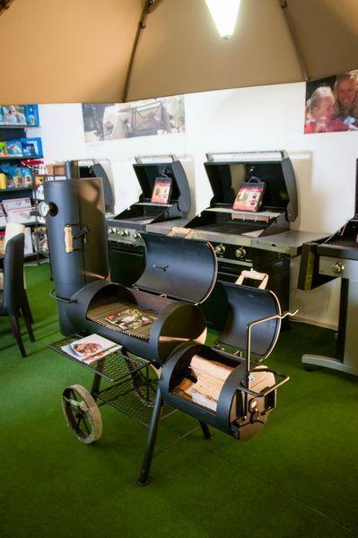 Showroom Aqua Détente Luxembourg, barbecue et meuble barbecue, bois et gaz